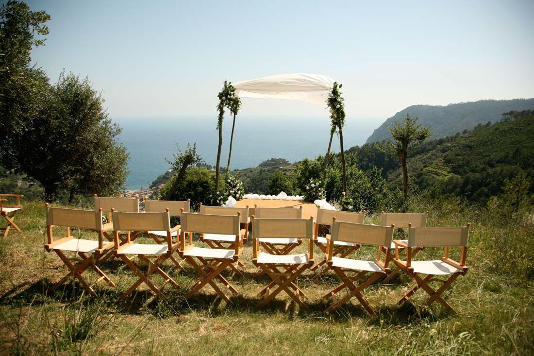Eremo di Monterosso vista panoramica del giardino allestito per matrimonio civile all'aperto