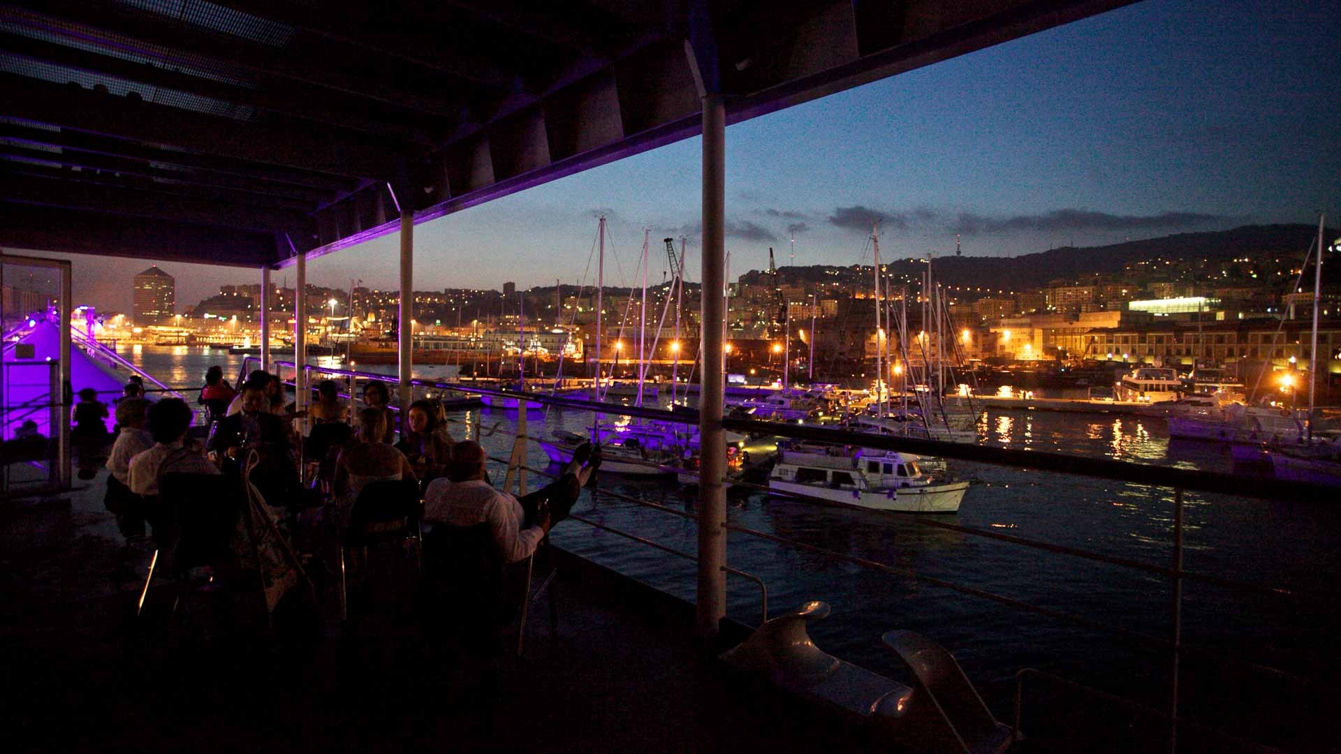 Acquario di Genova evento all'aperto vista panoramica del porto al tramonto