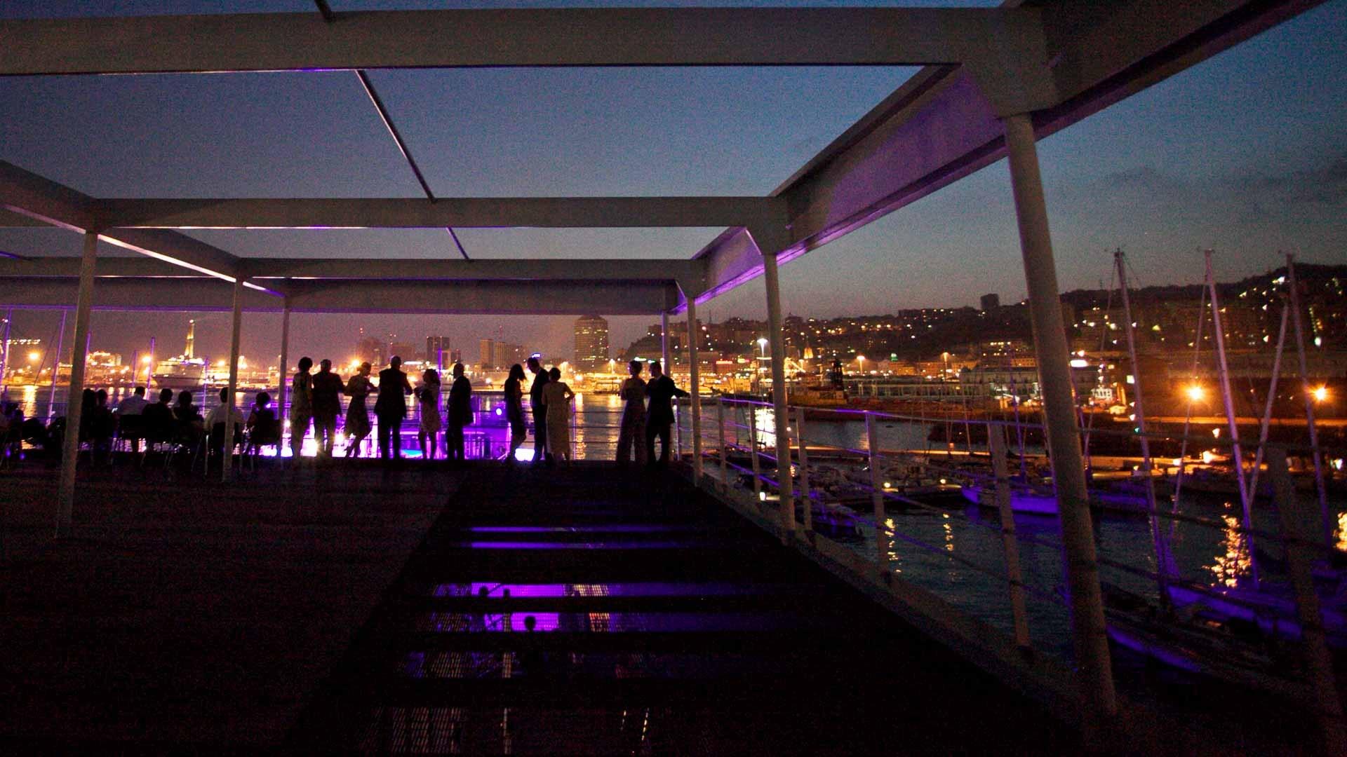 Acquario di Genova evento all'aperto vista panoramica al tramonto