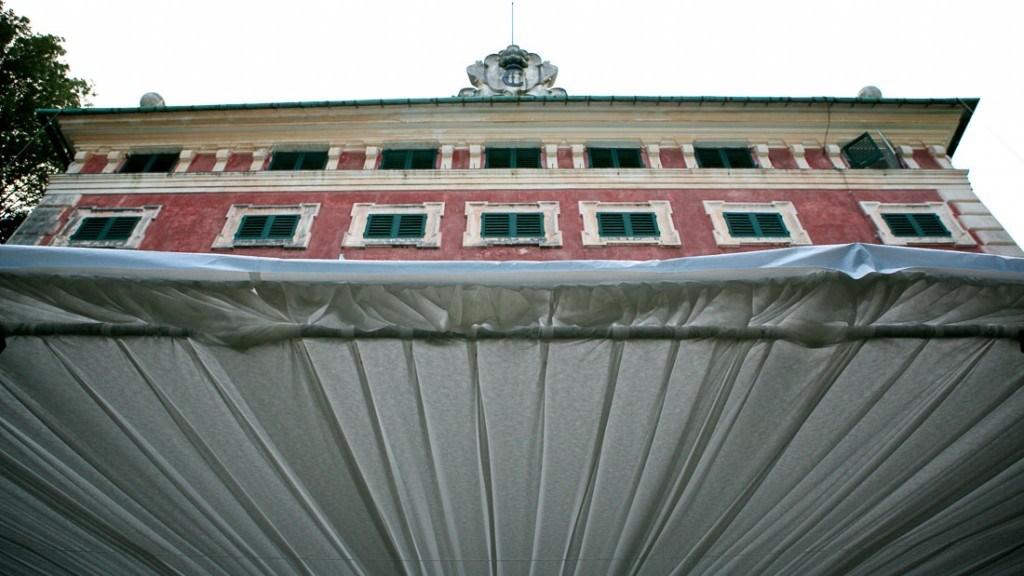 Villa Durazzo vista prospettica della facciata dal basso verso l'alto dalla tecnostruttura