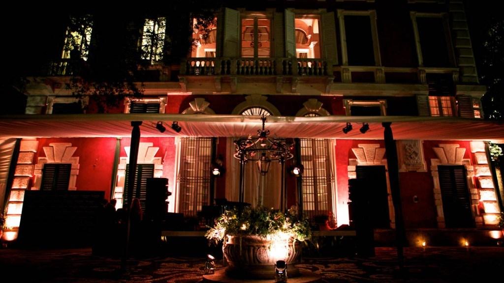 Villa Durazzo vista dal giardino della facciata illuminata
