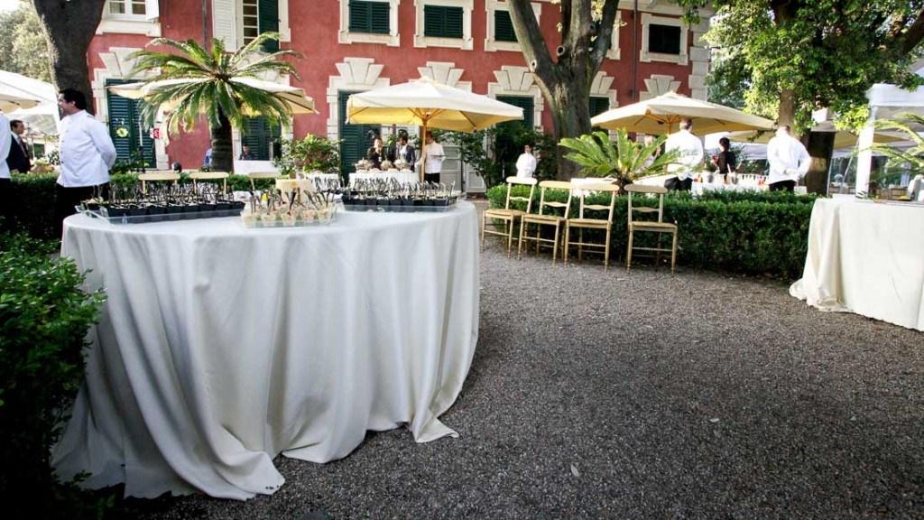 Villa Durazzo matrimonio estivo aperitivo allestito in giardino