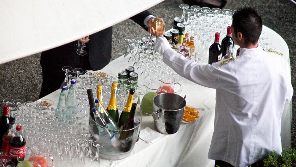 Villa Durazzo matrimonio all'aperto aperitivo in giardino particolare del tavolo dei cocktails