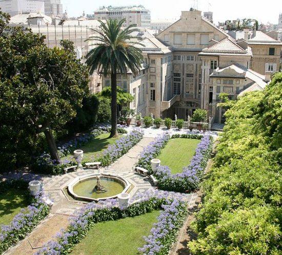 Palazzo Lomellino vista panoramica del giardino fiorito