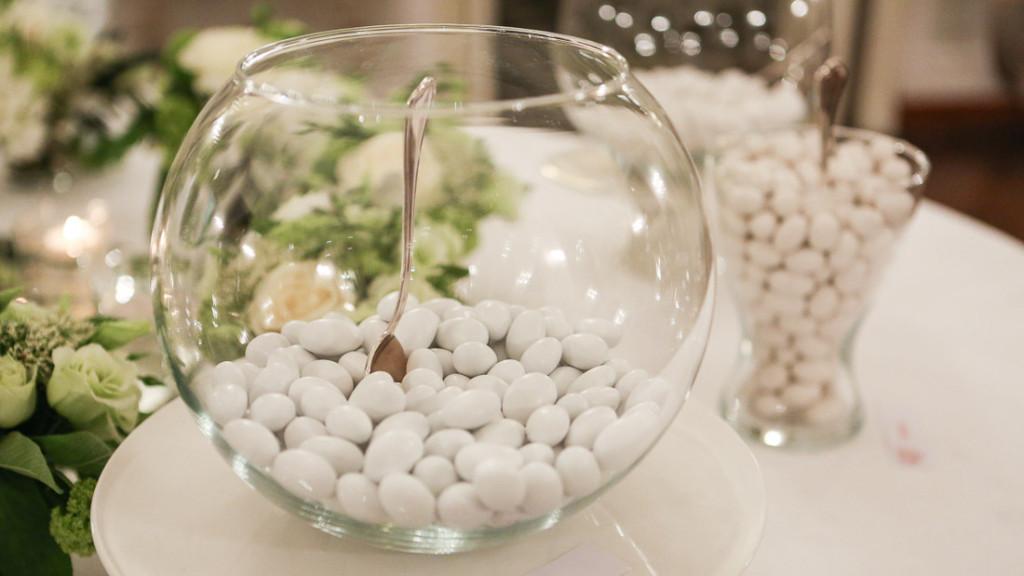 Villa Durazzo matrimonio confettata bianca in vasi di forme diverse
