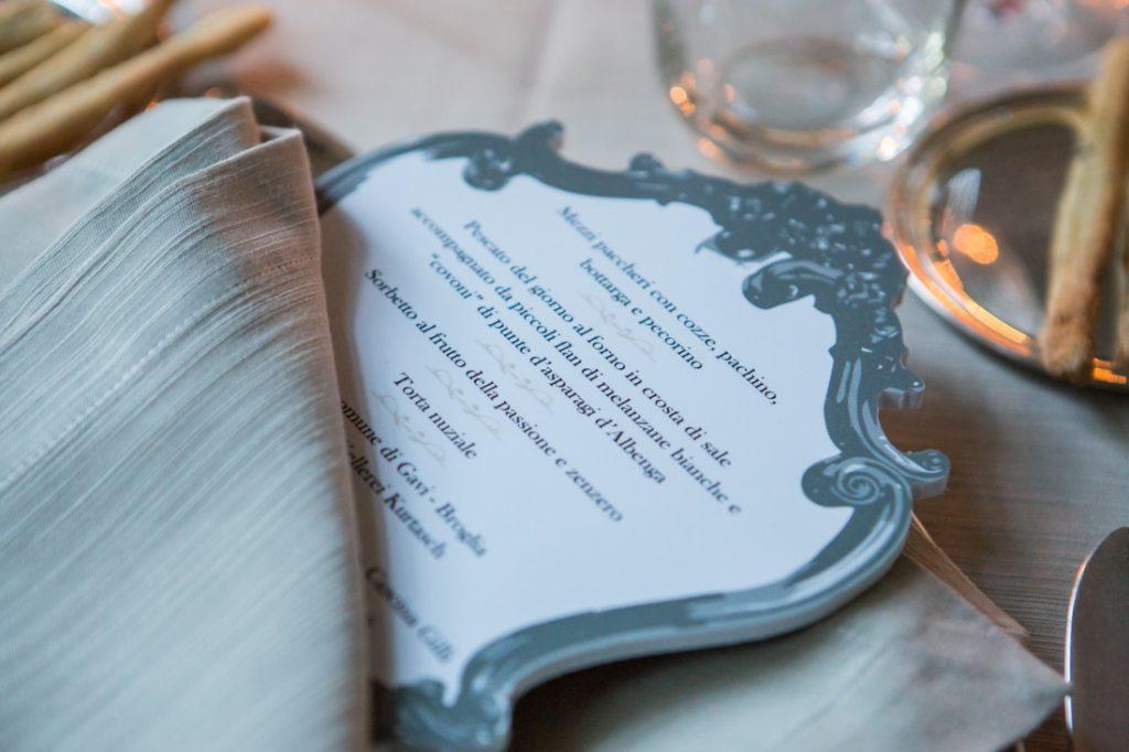 villa faraggiana sala delle stagioni allestita per matrimonio elegante tavoli allestiti per la cena menu della cena