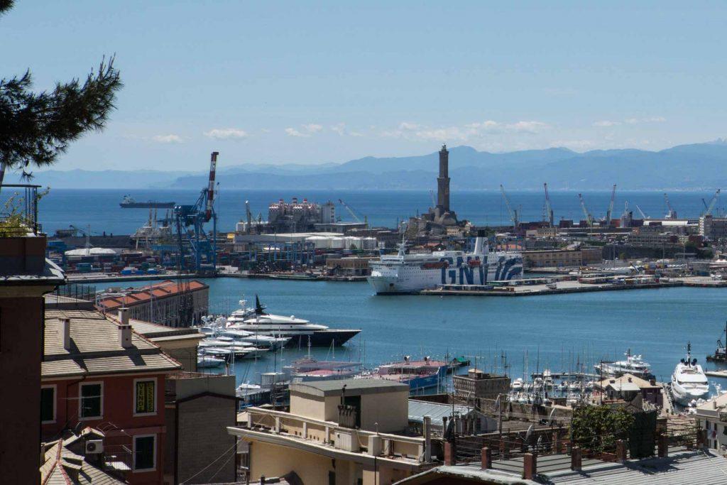Lanterna di Genova vista panoramica del porto di Genova con la lanterna